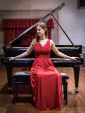 Lucia Brighenti Pianist
